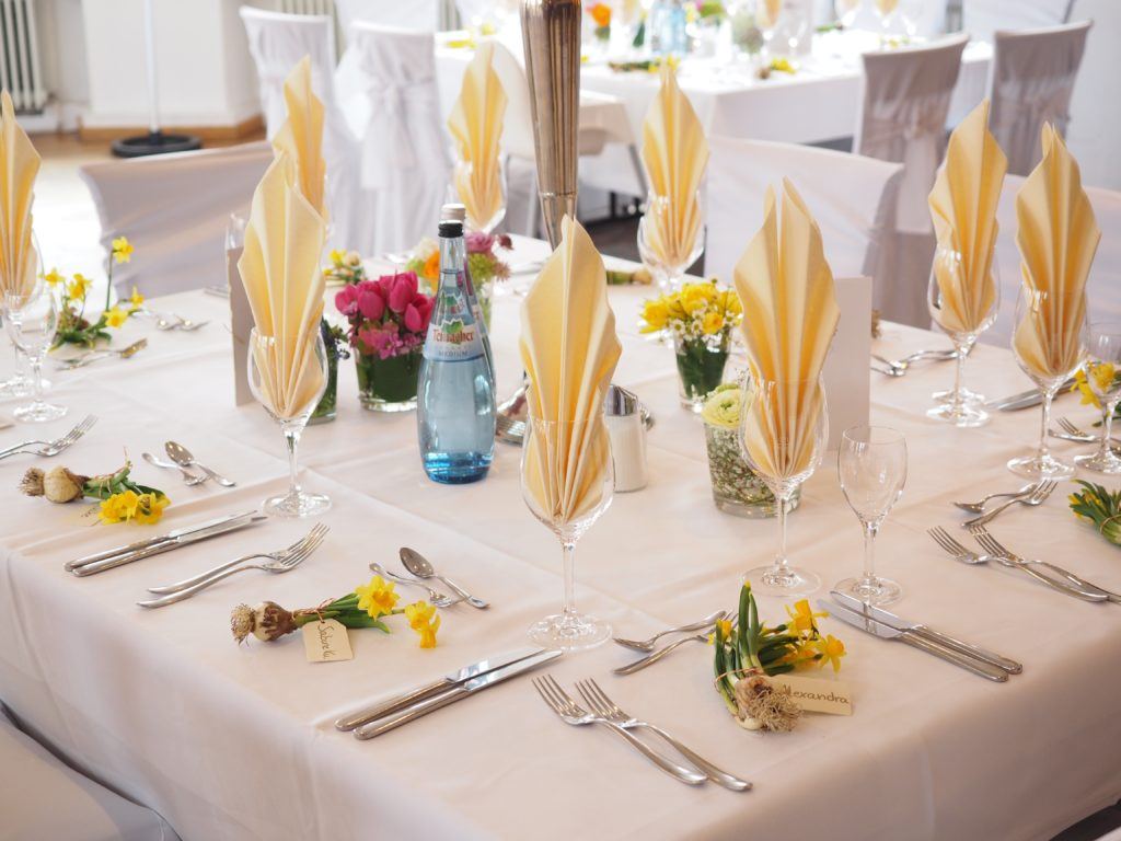 Tischdekoration gelb